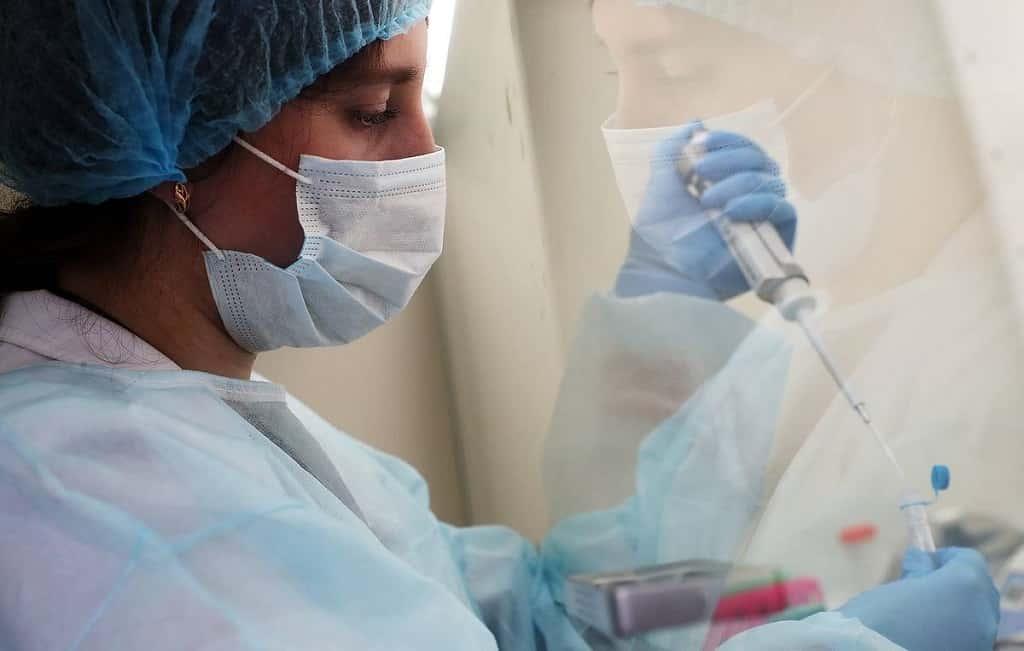 Тестирование на коронавирусную инфекцию, лаборатория, врач